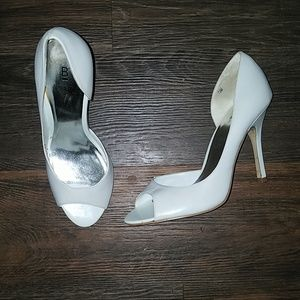Bakers white heels size 7.5 m